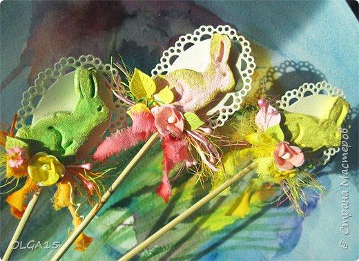 Дорогие друзья, поздравляю Вас со Светлым Праздником! Мира, Добра и Любви всем! Сделала украшения для пасхального стола. Зайчики и цыплята слеплены из соленого теста при помощи формочек для теста. фото 8