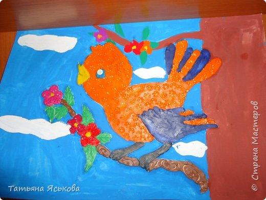 Всем доброе время суток! Посмотрите какие красивые веточки мимозы сделали дети с ОВЗ. Было им не просто скатать комочек из твердой бумаги. фото 6