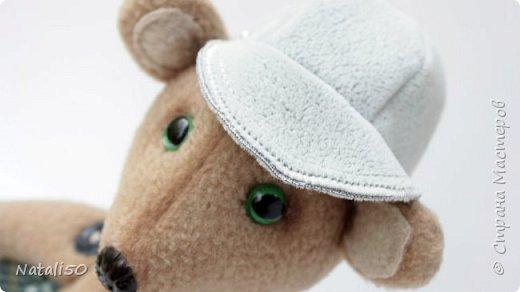 Доброго всем дня!! Хочу поделиться с вами своей новой игрушкой.Это Мишутка. Сшила его из флиса.Кепочка, ботиночки-сама пробую шить..не очень ещё получается,но желание есть научиться. фото 3