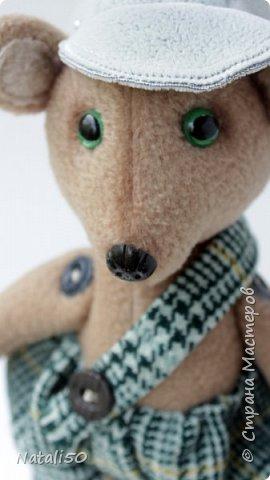 Доброго всем дня!! Хочу поделиться с вами своей новой игрушкой.Это Мишутка. Сшила его из флиса.Кепочка, ботиночки-сама пробую шить..не очень ещё получается,но желание есть научиться. фото 5