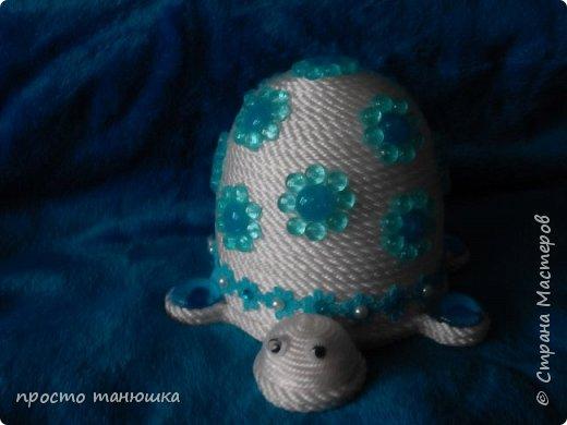 Встречаем поделки на тему море, слева направо: трехуровневая шкатулка, морской топиарий, шкатулка-черепаха и салфетница фото 7
