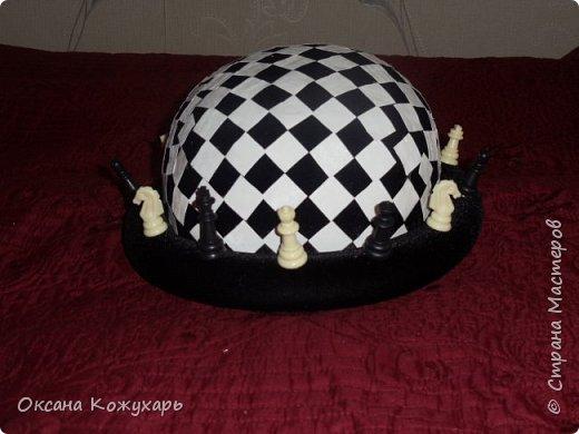 Здравствуйте,хочу поделится превращением обычной шляпки в шляпку шахматной королевы фото 7