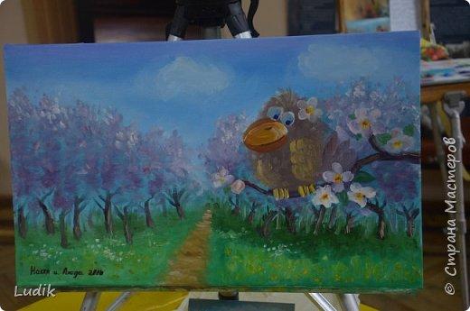 были  мы перед Пасхой с дочкой и сестра с сыном на арт-терапии у замечательной художницы Тани Кучмий немного работал с нами психолог Оля Лукашук,  а потом мы  рисовали вот такую картину (это наша с дочкой работа - влюбленная ворона :) ) фото 1