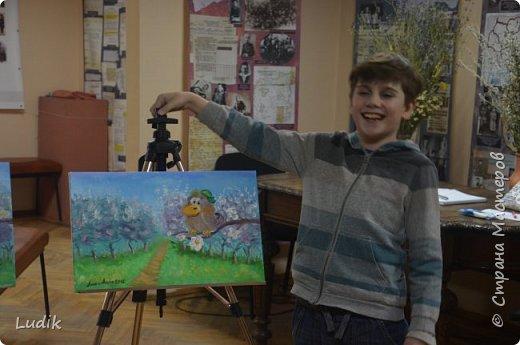 были  мы перед Пасхой с дочкой и сестра с сыном на арт-терапии у замечательной художницы Тани Кучмий немного работал с нами психолог Оля Лукашук,  а потом мы  рисовали вот такую картину (это наша с дочкой работа - влюбленная ворона :) ) фото 2