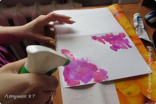 Всем привет! Вот решила сделать небольшой МК . Открытка-(ее слепила из того, что было). 1) Акварельная бумага, 2) акварель 3) куоче старой скатерти 4) губка 5) вырубка(рамка, бабочка), 6) клей 7) кружево 8) цветы бумажные..   фото 3