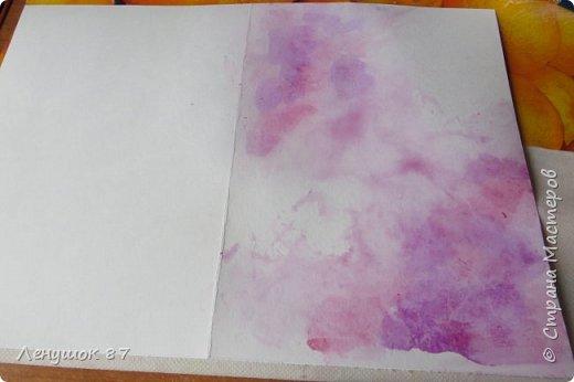 Всем привет! Вот решила сделать небольшой МК . Открытка-(ее слепила из того, что было). 1) Акварельная бумага, 2) акварель 3) куоче старой скатерти 4) губка 5) вырубка(рамка, бабочка), 6) клей 7) кружево 8) цветы бумажные..   фото 6