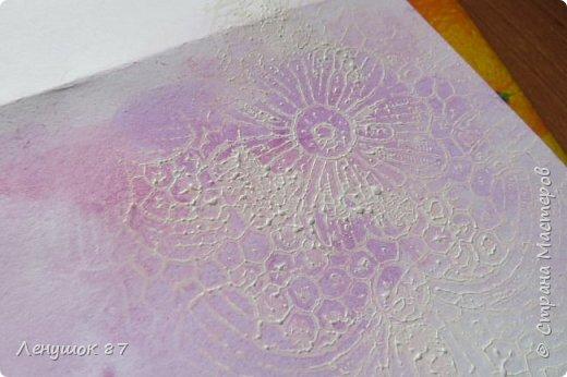 Всем привет! Вот решила сделать небольшой МК . Открытка-(ее слепила из того, что было). 1) Акварельная бумага, 2) акварель 3) куоче старой скатерти 4) губка 5) вырубка(рамка, бабочка), 6) клей 7) кружево 8) цветы бумажные..   фото 11
