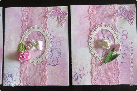 Всем привет! Вот решила сделать небольшой МК . Открытка-(ее слепила из того, что было). 1) Акварельная бумага, 2) акварель 3) куоче старой скатерти 4) губка 5) вырубка(рамка, бабочка), 6) клей 7) кружево 8) цветы бумажные..   фото 16