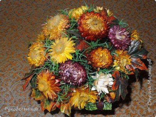 Всем добрый день, кто заглянул ко мне в гости. Выставляю цветочную композицию, которая сделана из сухоцветов. Делала её осенью, поэтому она собрала в себя в все оттенки осени. фото 2