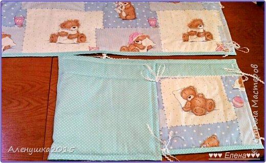 Бортики в кроватку . Так как ткани с мишутками был всего 1 метр , пришлось комбинировать ткани. В результате получились бортики такого плана :  фото 2