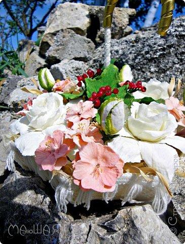 Здравствуйте!!!!! Спасибо за визит)))) Делюсь тем что у меня получилось.....я наполнила свой зонт цветочками. Здесь гардения и её бутончики, цветки сакуры(есть свои недочёты) и красная смородинка, которую я уже показывала. Повторюсь, я на фото как-то увидела торт в виде зонта с цветами и захотелось сделать самой, но уже не торт(по крайней мере сохранится надолго и никто его не съест))))))) фото 3