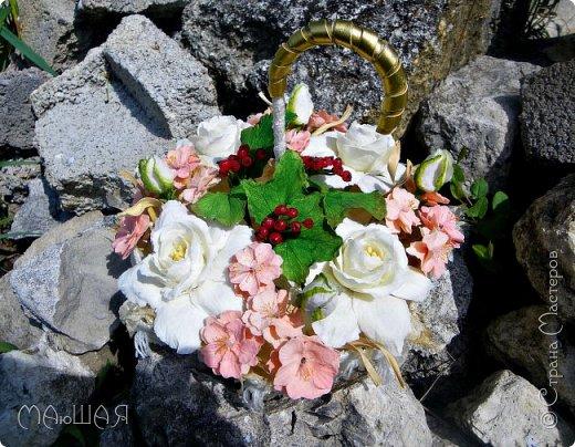Здравствуйте!!!!! Спасибо за визит)))) Делюсь тем что у меня получилось.....я наполнила свой зонт цветочками. Здесь гардения и её бутончики, цветки сакуры(есть свои недочёты) и красная смородинка, которую я уже показывала. Повторюсь, я на фото как-то увидела торт в виде зонта с цветами и захотелось сделать самой, но уже не торт(по крайней мере сохранится надолго и никто его не съест))))))) фото 5