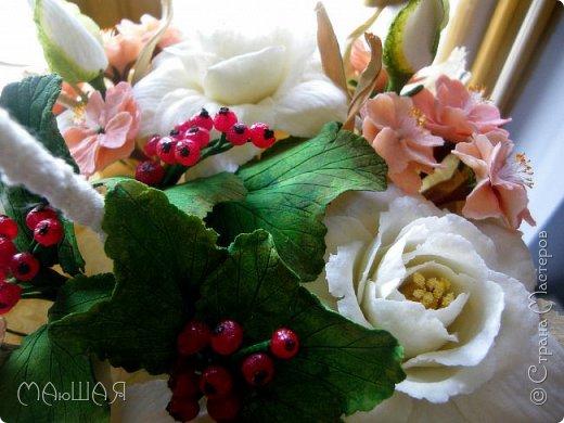 Здравствуйте!!!!! Спасибо за визит)))) Делюсь тем что у меня получилось.....я наполнила свой зонт цветочками. Здесь гардения и её бутончики, цветки сакуры(есть свои недочёты) и красная смородинка, которую я уже показывала. Повторюсь, я на фото как-то увидела торт в виде зонта с цветами и захотелось сделать самой, но уже не торт(по крайней мере сохранится надолго и никто его не съест))))))) фото 2