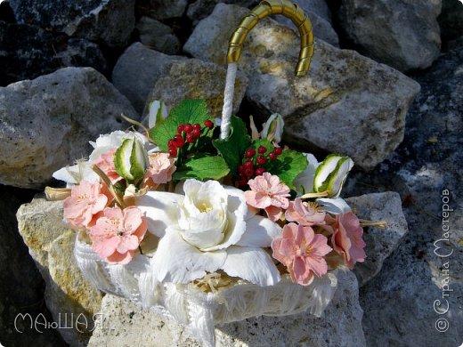 Здравствуйте!!!!! Спасибо за визит)))) Делюсь тем что у меня получилось.....я наполнила свой зонт цветочками. Здесь гардения и её бутончики, цветки сакуры(есть свои недочёты) и красная смородинка, которую я уже показывала. Повторюсь, я на фото как-то увидела торт в виде зонта с цветами и захотелось сделать самой, но уже не торт(по крайней мере сохранится надолго и никто его не съест))))))) фото 4