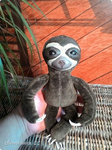 По МК Ниа Котоми с небольшими изменениями в выкройке,родился у меня ленивец Лорри фото 4