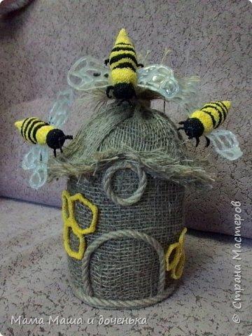 Доброго времени всем жителям. Мы с моей дочкой живем в славном городе Тамбове, и на гербе нашего городе изображен улей с пчелами.  Вот и попросила меня подруга сделать какую нибудь подделку в детский сад с символикой нашего города. фото 1