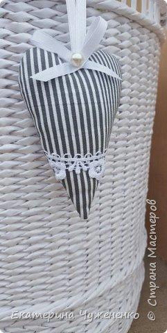 Заказали именную корзину для игрушек для  тезки Катюшки по мотивам такой же моей белой корзины:) Плелась легко и с удовольствием. Люблю для деток плести, на одном дыхании получается. фото 3