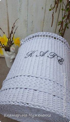 Заказали именную корзину для игрушек для  тезки Катюшки по мотивам такой же моей белой корзины:) Плелась легко и с удовольствием. Люблю для деток плести, на одном дыхании получается. фото 6