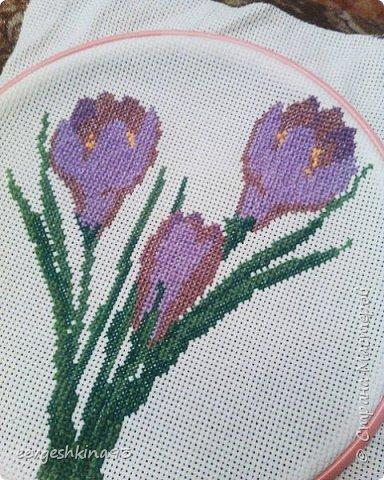 Крокусы, вышивала в подарок к 8 марта фото 2