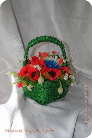 Здравствуйте друзья! Подруга увлеклась плетением из газетных трубочек и подарила мне вот эту корзинку. Сразу же возникло желание наполнить её полевыми цветами. ВОТ ЧТО ПОЛУЧИЛОСЬ. фото 1