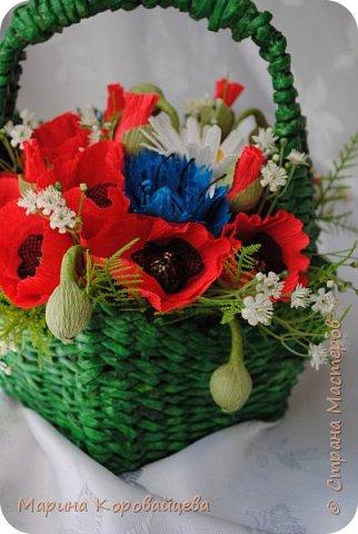 Здравствуйте друзья! Подруга увлеклась плетением из газетных трубочек и подарила мне вот эту корзинку. Сразу же возникло желание наполнить её полевыми цветами. ВОТ ЧТО ПОЛУЧИЛОСЬ. фото 5