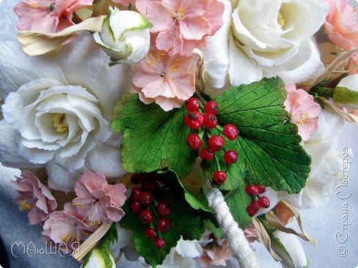 Здравствуйте!!!!! Спасибо за визит)))) Делюсь тем что у меня получилось.....я наполнила свой зонт цветочками. Здесь гардения и её бутончики, цветки сакуры(есть свои недочёты) и красная смородинка, которую я уже показывала. Повторюсь, я на фото как-то увидела торт в виде зонта с цветами и захотелось сделать самой, но уже не торт(по крайней мере сохранится надолго и никто его не съест))))))) фото 8