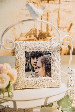 Небольшая гостевая зона, где можно увидеть фото молодоженов, свадебные фото их родителей, а также оставить хорошее напутствие ребятам в Книге Пожеланий. фото 3