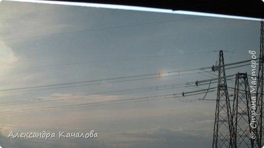 Вот такой эффект солнца нам пришлось наблюдать из машигы в начале апреля.  Окно тонированное, хорошо видно. Без тонировки эффект слабо заметен. фото 4