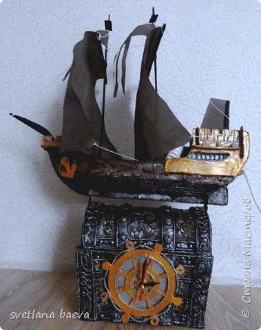 Многофункциональный предмет интерьера в морском стиле (светильник, часы, шкатулка) «Чёрная жемчужина», в технике пейп-арт. фото 1