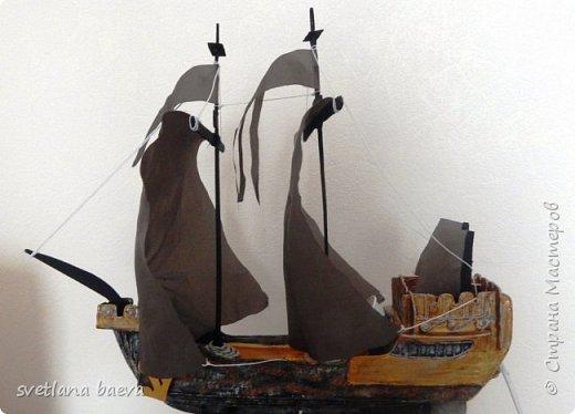 Многофункциональный предмет интерьера в морском стиле (светильник, часы, шкатулка) «Чёрная жемчужина», в технике пейп-арт. фото 11