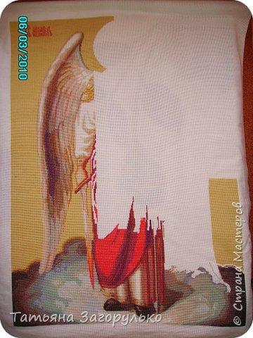 """В этой """"главе"""" буду публиковать все имеющиеся отшитые изображения Ангелов разного ранга ) Первым в этой череде появился Шестикрылый Серафим, вышитый по схеме Андрея Рымарчука. В христианской мифологии Серафимами назывались ангелы, особо приближенные к Богу и его прославляющие. Само слово произошло от древнееврейского «серафим» пламенеющий, сжигающий. Серафим - это высший ангельский чин и почему-то именно с него началась моя """"ангельская история"""": фото 5"""