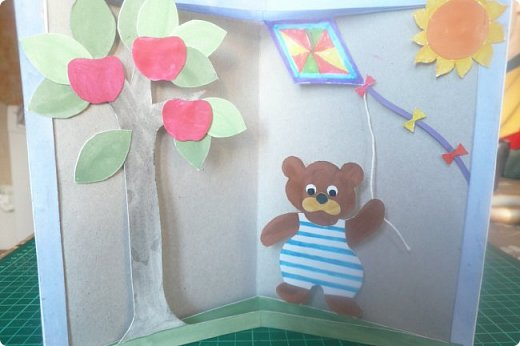 """Здравствуйте! Хочу показать книжку-туннель-раскладушку, которую делала в детский сад на """"Книжкину неделю"""". Книжка для совсем малышковской группы, поэтому тема выбрана самая популярная - времена года.   фото 4"""