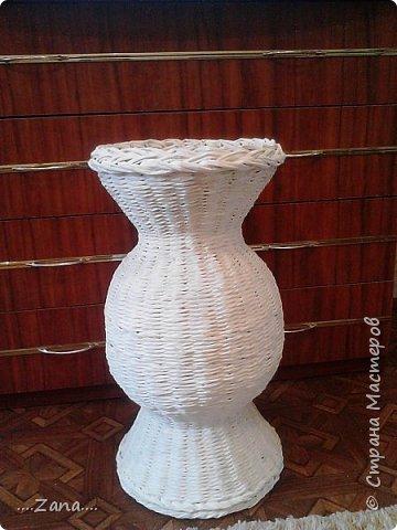 Поросили сплести такую же вазу,как  предыдущую.пришлось повторяться.правда у этой размеры чуть меньше.и в работе еще одна...не нравится плести одно и то же,но заказывают именно такие. фото 8