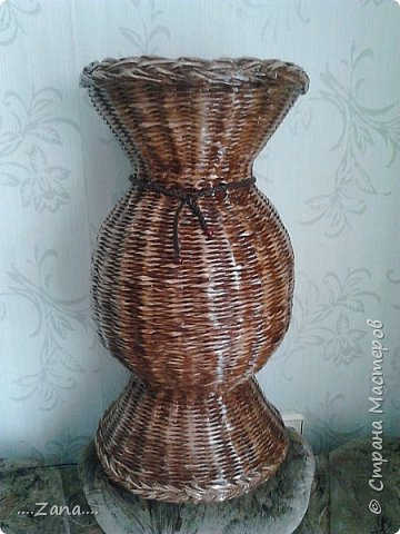 Поросили сплести такую же вазу,как  предыдущую.пришлось повторяться.правда у этой размеры чуть меньше.и в работе еще одна...не нравится плести одно и то же,но заказывают именно такие. фото 12