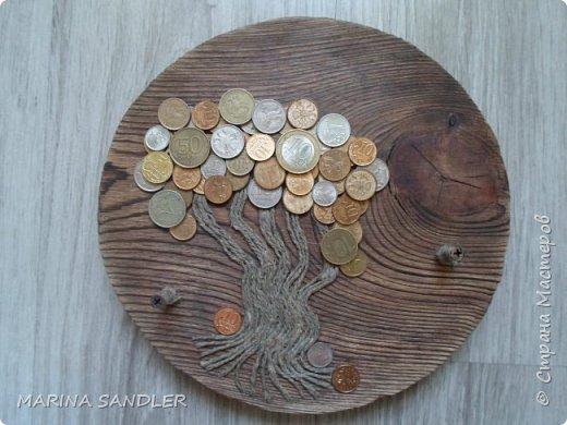 Здравствуйте,соседи! Продолжаю работать с деревом, сегодня  покажу пару новых ключниц. Выпилила лобзиком круг. Обжиг, брашировка; джутовый шпагат, монетки. Саморезы, джутовый шпагат. фото 1