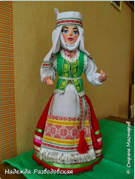 Сделала сувенирную куклу в белоруском костюме по просьбе знакомых. Летом приезжает в город высокопоставленное лицо, хотят презентовать эту куклу ему на память о посещении города... фото 1