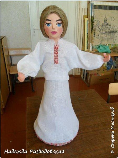 Сделала сувенирную куклу в белоруском костюме по просьбе знакомых. Летом приезжает в город высокопоставленное лицо, хотят презентовать эту куклу ему на память о посещении города... фото 2