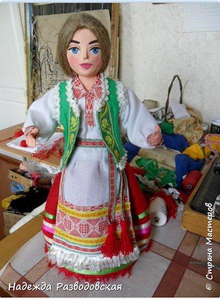 Сделала сувенирную куклу в белоруском костюме по просьбе знакомых. Летом приезжает в город высокопоставленное лицо, хотят презентовать эту куклу ему на память о посещении города... фото 3