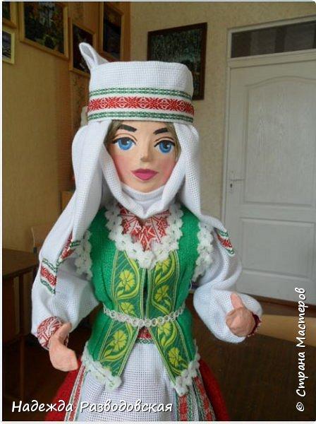 Сделала сувенирную куклу в белоруском костюме по просьбе знакомых. Летом приезжает в город высокопоставленное лицо, хотят презентовать эту куклу ему на память о посещении города... фото 5