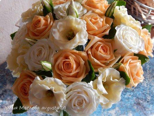 Букет с розами, эустомой и веточками эвкалипта из холодного фарфора. фото 6