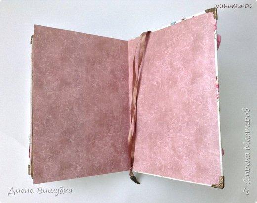 Сделала себе блокнот для всяких важных штук) В нем 80 листов, обложка мягкая, закрывается он на резинку... фото 2