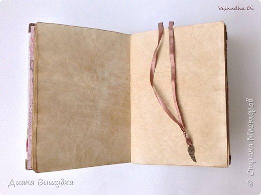 Сделала себе блокнот для всяких важных штук) В нем 80 листов, обложка мягкая, закрывается он на резинку... фото 3