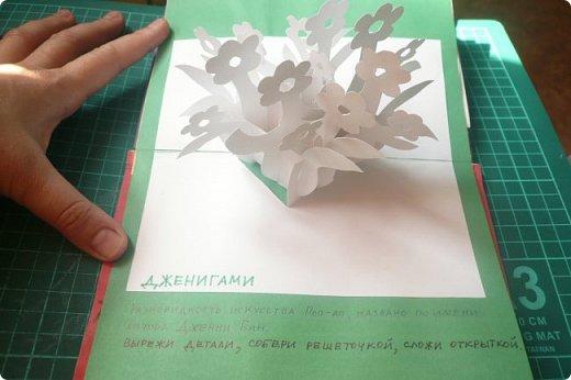 """Это вторая книжка для детского сада на """"Книжкину неделю"""". Она называется """"Мастерим из бумаги"""" и сделана для демонстрации некоторых направлений бумажного творчества.  На обложке три вида техники: квиллинг ( МК http://stranamasterov.ru/node/3419?tid=451), бумагопластика ( МК http://stranamasterov.ru/node/99150), плетение из бумажных трубочек ( МК http://stranamasterov.ru/node/980247). В конце поста схемы и нужные ссылки. фото 9"""