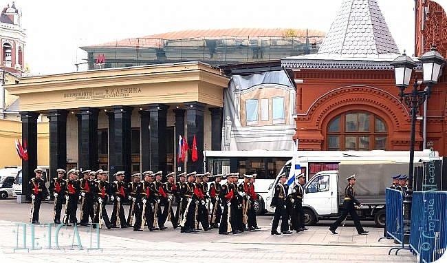 Не каждый, оказывается, может попасть даже на репетицию парада...  Но, находясь даже не в эпицентре событий на Красной площади, можно увидеть много интересного!!! фото 2