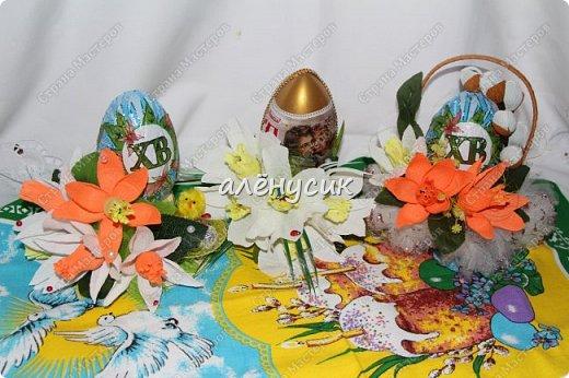 """Чайная композиция """"Посиделки у самовара""""в композицию входит:Самовар чай черный крупно-листовой с добав. лепестков гибискуса,листьев и ягод клубники,земляники и черники,вязка сушек,чашка с блюдцем,баночка меда и тюльпаны с конфетами внутри """"Марсианка"""" фото 3"""