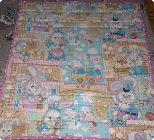 Заказали мне сшить для маленькой девочки одеялко с подушкой. Получился вот такой комплект. Всё очень просто. фото 3