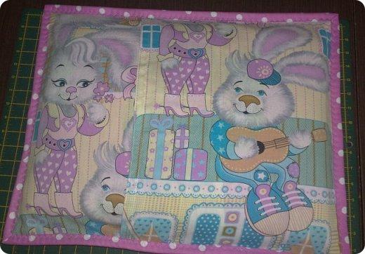 Заказали мне сшить для маленькой девочки одеялко с подушкой. Получился вот такой комплект. Всё очень просто. фото 5