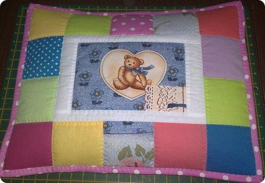 Заказали мне сшить для маленькой девочки одеялко с подушкой. Получился вот такой комплект. Всё очень просто. фото 4