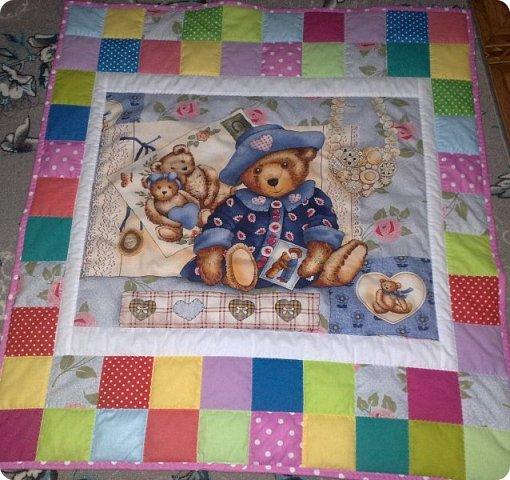 Заказали мне сшить для маленькой девочки одеялко с подушкой. Получился вот такой комплект. Всё очень просто. фото 2