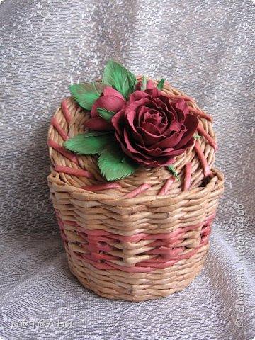 Привет всем жителям СМ. Продолжаю попытки украшать свои работы цветочками из фома. Хотя эта шкатулка далеко не совершенна, но мне она симпатична. фото 3